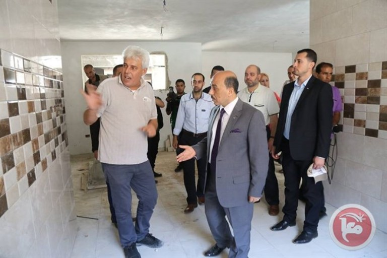 الوزير مفيد الحساينه مع برج الظافر 4 منذ ان تم تدميره ولازال يتابع اعماله بشكل دائم